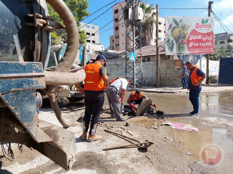 بلدية غزة تحذر من كوارث صحية وبيئية بسبب تأخر الإعمار