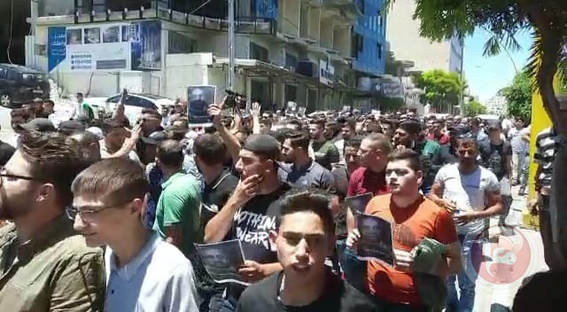 مسيرة في الخليل للمطالبة بمحاسبة المتسببين بوفاة نزار بنات