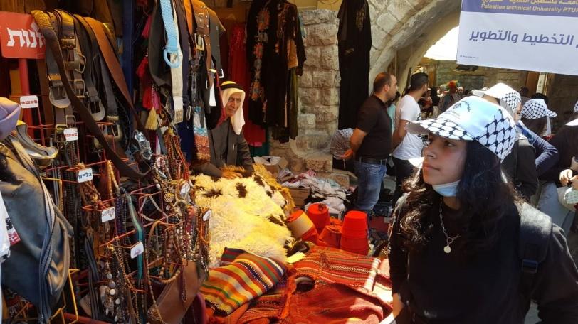 (أطفال الشهيد ياسر عرفات) يزورون الحرم الأبراهيمي والبلدة القديمة