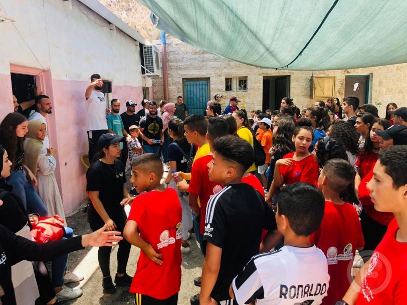 الوقفية والرابطة تزوران نادي أبناء القدس وتقدمان دعماً للمخيم الصيفي وللفرق الرياضية