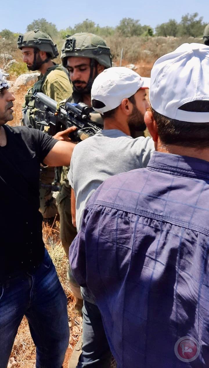 اصابات واعتقال مُتضامن خلال قمع الاحتلال فعالية ضد الاستيطان غرب سلفيت