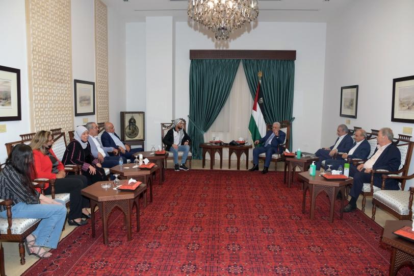 الرئيس يستقبل الأسير المحرر الغضنفر أبو عطوان