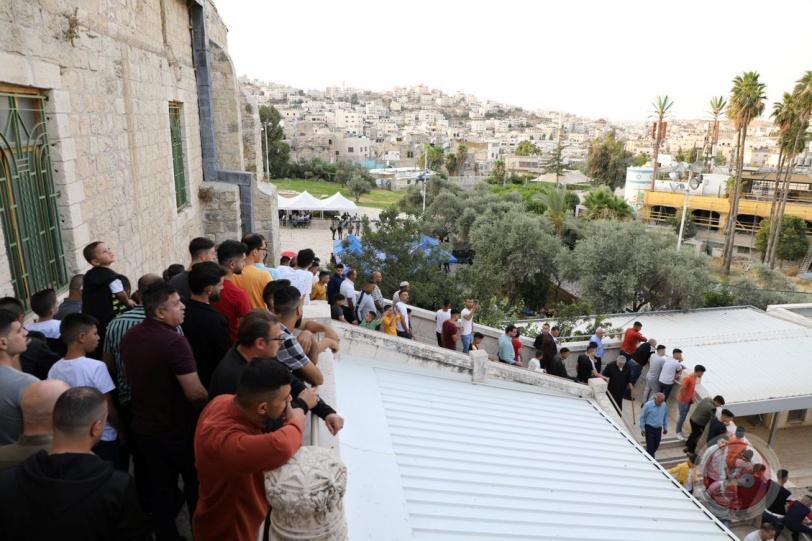 الآلاف يؤدون صلاة عيد الأضحى في الحرم الإبراهيمي