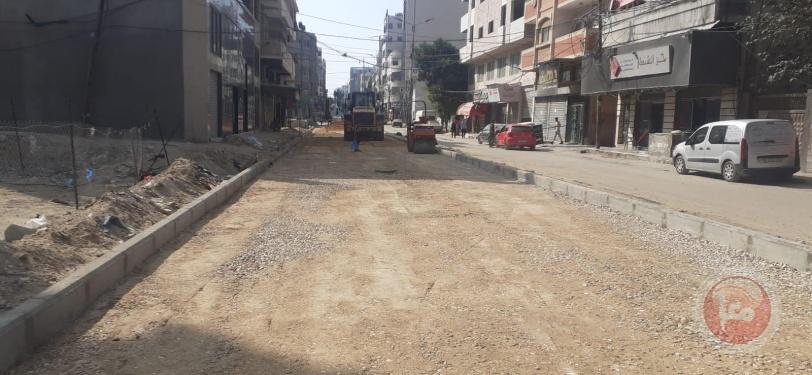 بلدية غزة تشرع بإجراء صيانة مؤقتة للشوارع المتضررة من العدوان