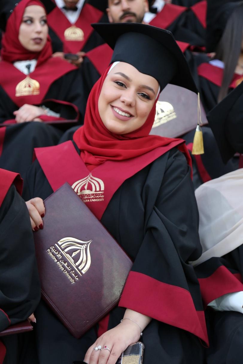 جامعة فلسطين الأهلية تحتفل بتخريج الفوج الحادي عشر من طلبتها