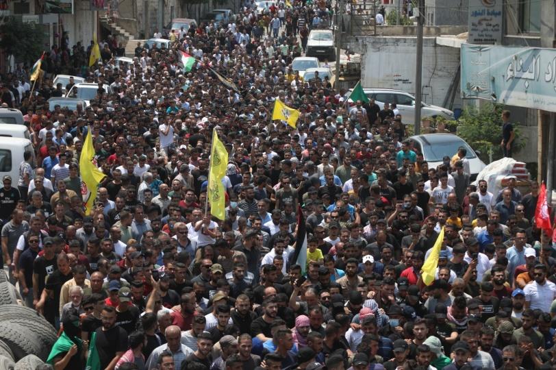 الاحتلال يهاجم جنازة الشهيد شوكت عوض بالخليل ومواجهات في بيتا وكفر قدوم