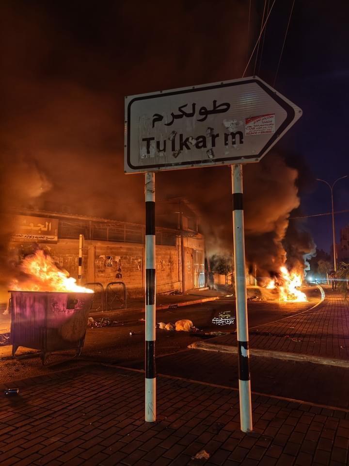 احتجاجات ليلية بسبب انقطاع الكهرباء- طولكرم تعلن الاضراب