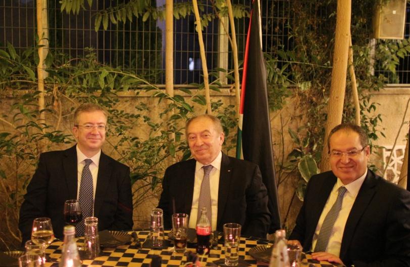 وزير الاقتصاد والقنصل اليوناني يبحثان آفاق التعاون المشترك بين البلدين