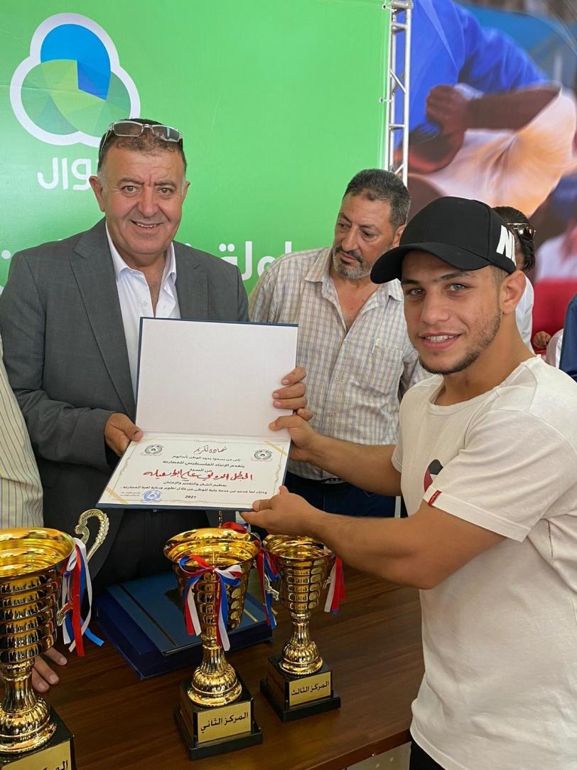 مصارعو نادي طارق بن زياد يُتوجون بالذهب ويتسيدون بطولة فلسطين للمصارعة