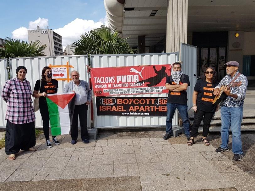 """حركة """"BDS"""" تطالب بمقاطعة شركة """"بوما"""" (صور)"""