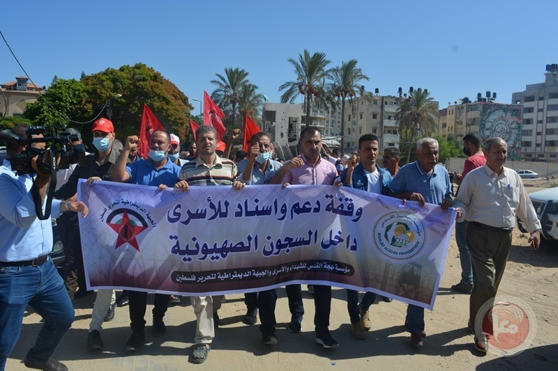 المئات يشاركون بوقفة جماهيرية أمام الأمم المتحدة بغزة اسنادا للأسرى