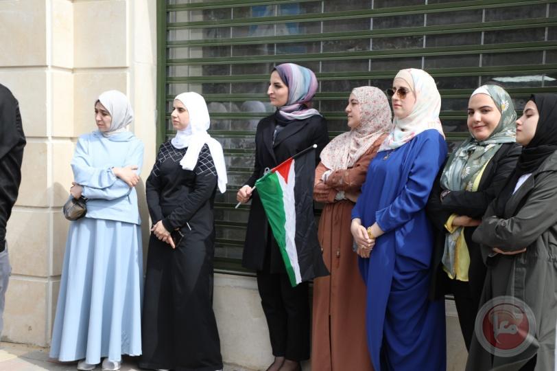 نقابة العاملين في بلدية الخليل تنظم وقفة دعم وإسناد  للأسرى المضربين عن الطعام