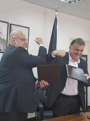 """وزارة العمل و""""عمال فلسطين"""" يوقعان اتفاقية تشغيل صندوق الطوارىء"""