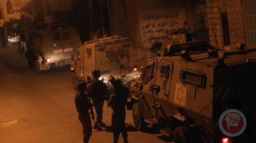 الاحتلال يعتقل 16 مواطنا