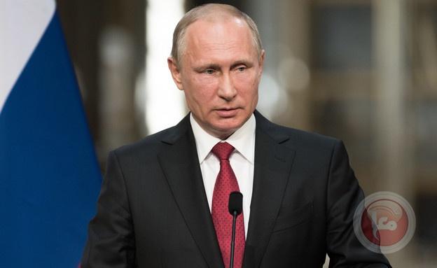 بوتين يحارب كورونا: يتم إرسال ضيوفه إلى نفق تعقيم (فيديو)