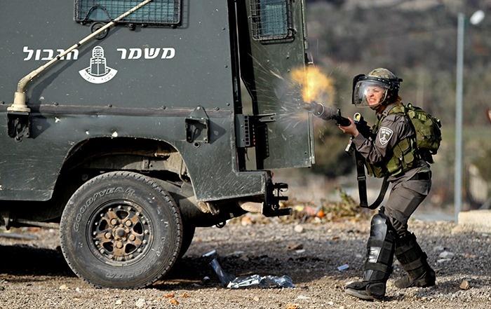 فيديو يوثق احتفال جنود الاحتلال بعد اطلاق النار على شاب فلسطيني