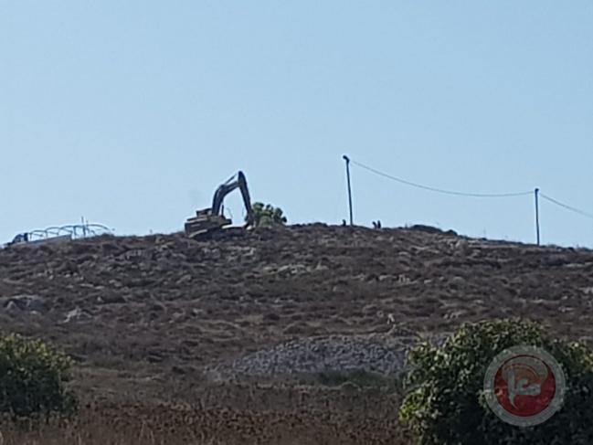 جرافات المستوطنين تقوم بأعمال تجريف جنوب نابلس
