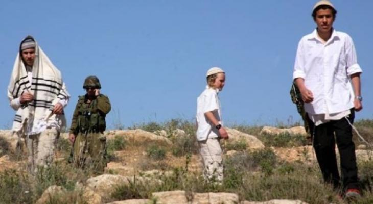 مستوطنون يهاجمون مواطنين قرب قرية الزبيدات شمال أريحا