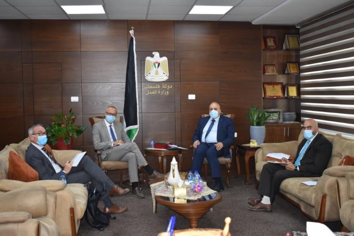 أبو جيش يبحث مع مدير التعاون بمفوضية الاتحاد الأوروبي تنسيق المشاريع التشغيلية