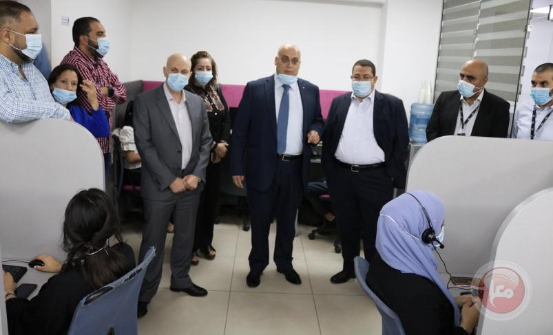 أبو جيش يكرم المرأة الفلسطينية العاملة في يومها الوطني