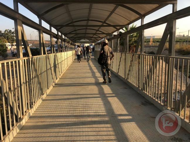 اسرائيل تفتتح جسرًا جديدًا للمشاة في معبر قلقيلية