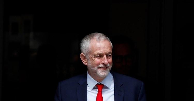 """""""العمال البريطاني"""" يعلق عضوية رئيسه السابق المؤيد لفلسطين"""
