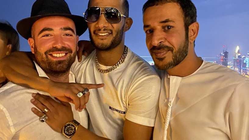 """""""ربنا خلقنا واحد"""".. محمد رمضان وفنان إسرائيلي في دبي"""