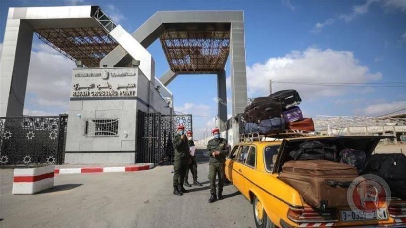 مصر تستقبل أول حافلة تقل 95 مسافرا فلسطينيا بمعبر رفح البري
