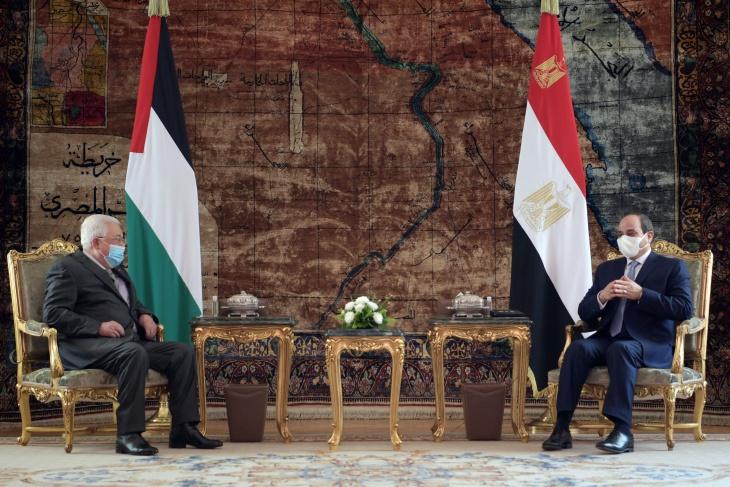 السيسي يسعى لاستضافة قمة سلام بحضور الرئيس عباس ونتنياهو