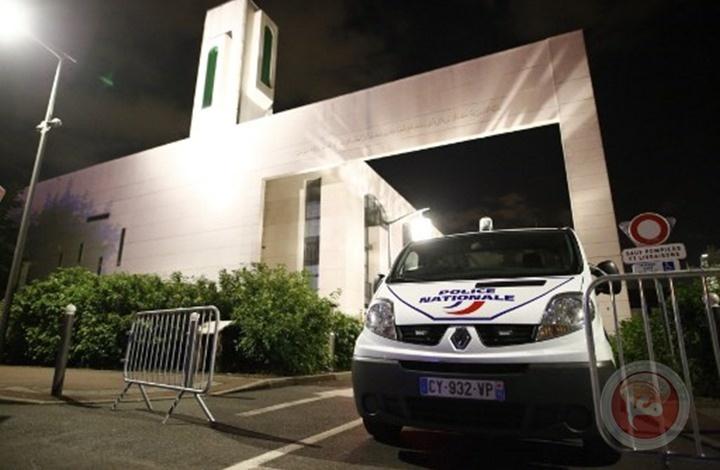 فرنسا تستهدف 76 مسجدا وتهدد بإغلاق بعضها