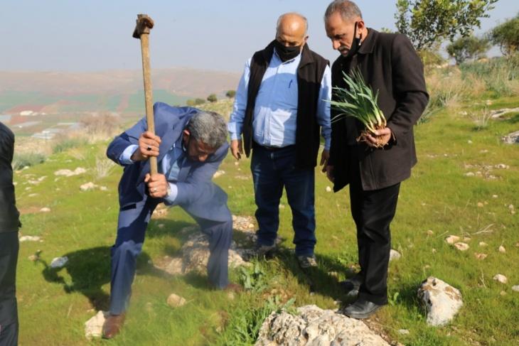 المطور والعاصي يفتتحان حديقة ( سوسنة الشفا ) في محمية جبل طمون