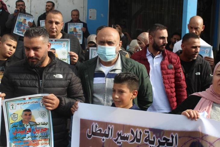 الأسيران جبريل وداوود الزبيدي يعلقان إضرابهما عن الطعام