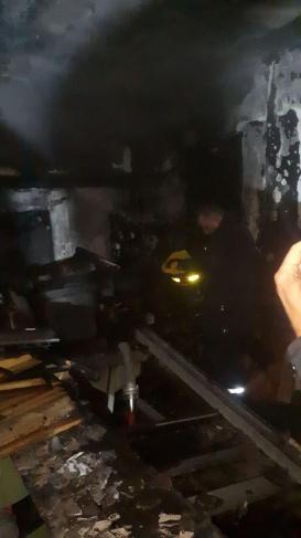 أطفائية بلدية الخليل تخمد نيرانا اندلعت في منجرة