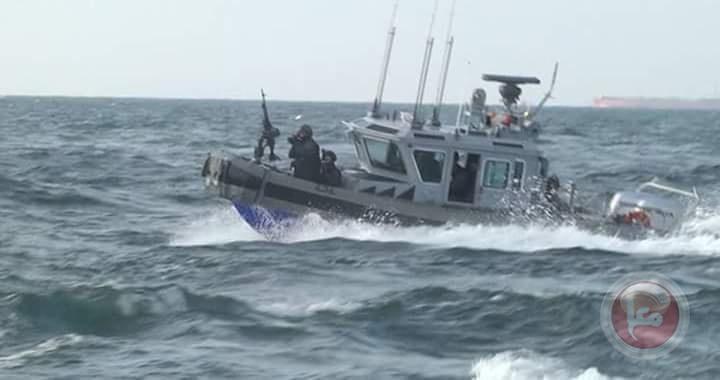 زوارق الاحتلال تدمر شباك الصيادين في عرض البحر وسط القطاع