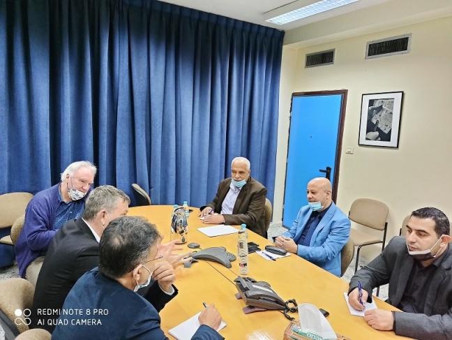 ابو هولي يبحث مع مفوض عام الاونروا تطورات الأزمة المالية وتحضيرات إنجاح المؤتمر الدولي