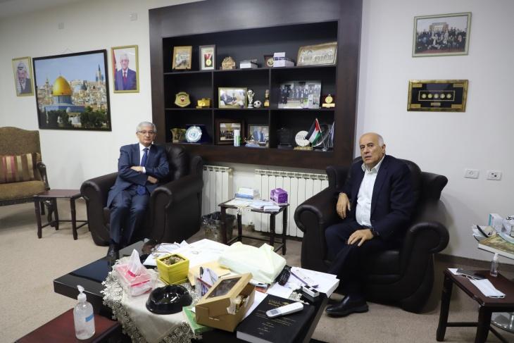 الرجوب يطلع السفير التركي في القدس على آخر التطورات في الساحة الفلسطينية