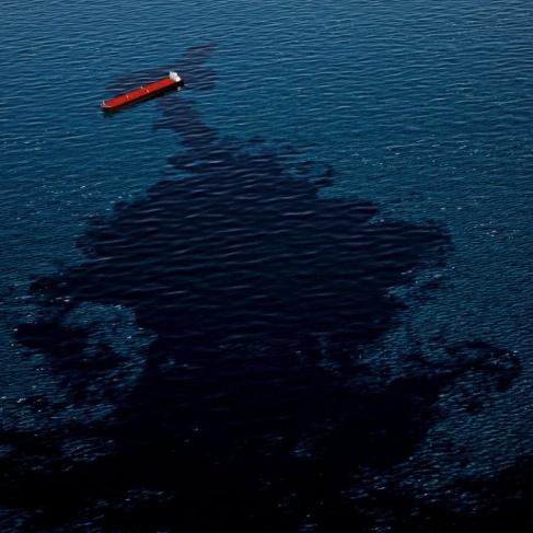 التسرب النفطي يصل شواطئ غزة