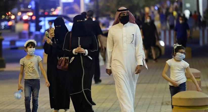 فتاة سعودية لوزارة الصحة: تلقيت لقاح أكسفورد وخطيبي فايزر.. هل أتزوجه؟