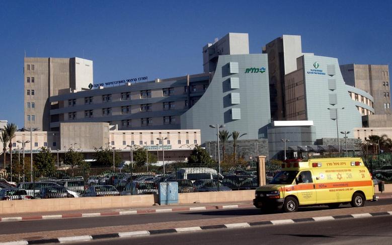 نقل الأسير أحمد أبو جابر إلى المستشفى لإجراء عملية قسطرة