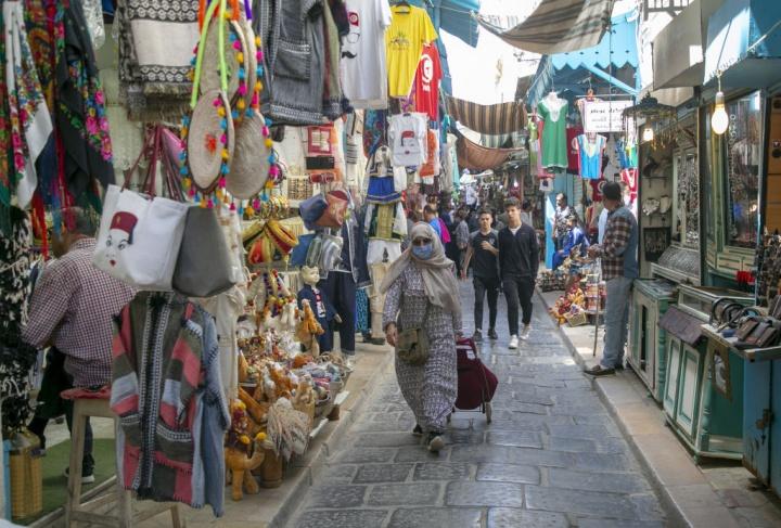 اعلان حظر التجول في تونس ليلا ومنع التجمع لاكثر من افراد بالساحات