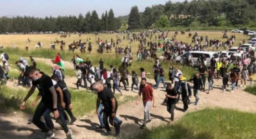 المئات يشاركون في مسيرة العودة في قرية اللّجون المهجّرة