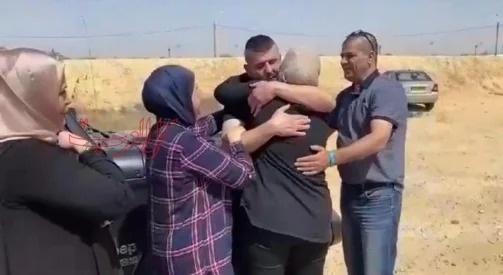 أم الفحم: الأسير محاجنة يعانق الحرية بعد 18 عامًا من الاعتقال