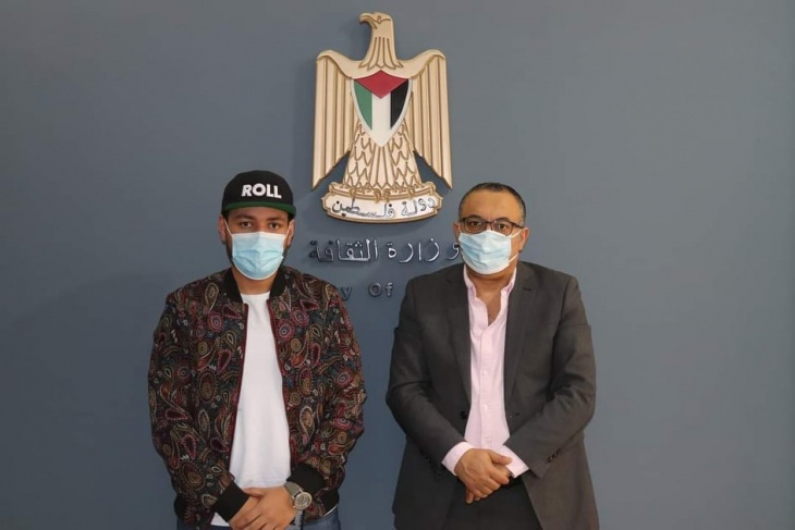 وزير الثقافة يستقبل الفنان الفلسطيني الجزائري حسام قبس