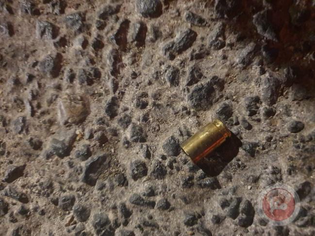 مستوطنون  يطلقون الرصاص باتجاه الشبان في حي الشيخ جراح