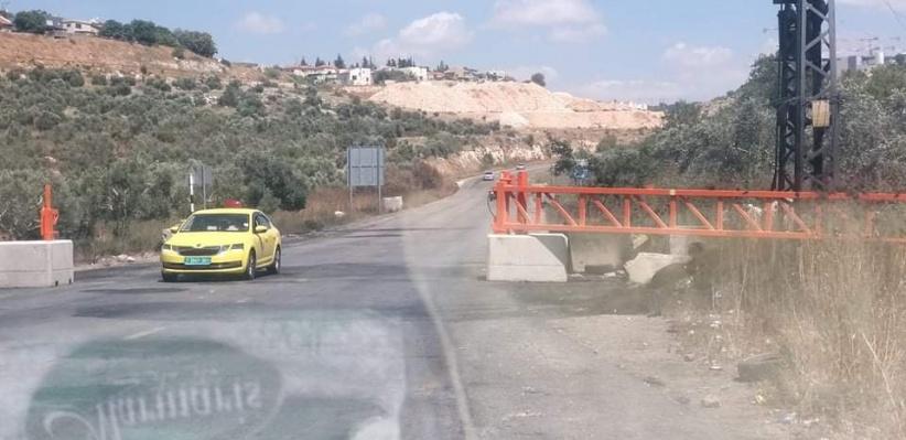 الاحتلال يضع بوابة حديدية غرب سلفيت