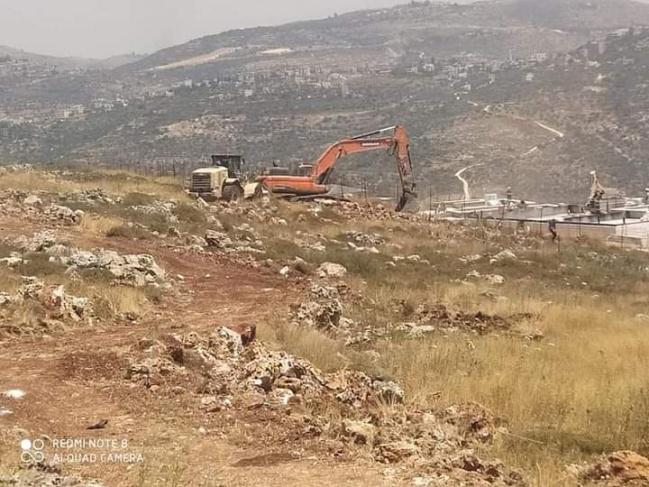 الاحتلال يعتدي على أراضي المواطنين شرق سلفيت