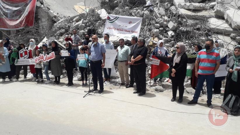 بسمة للثقافة والفنون تنظم وقفة تضامنية على أنقاض مقراتها ببرج الشروق بغزة