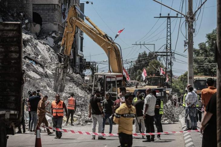 رئيس بلدية غزة يؤكد ضرورة تسريع عملية الإعمار قبل بدء موسم الشتاء