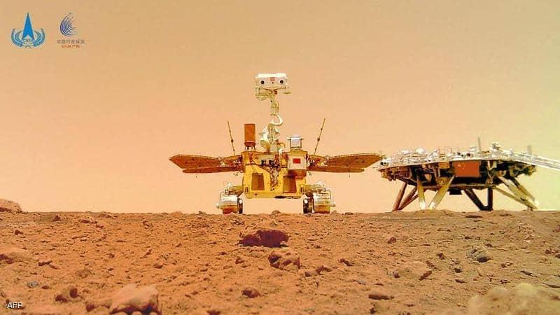 """الصين تترك """"بصمتها"""" وترفع علمها على المريخ"""