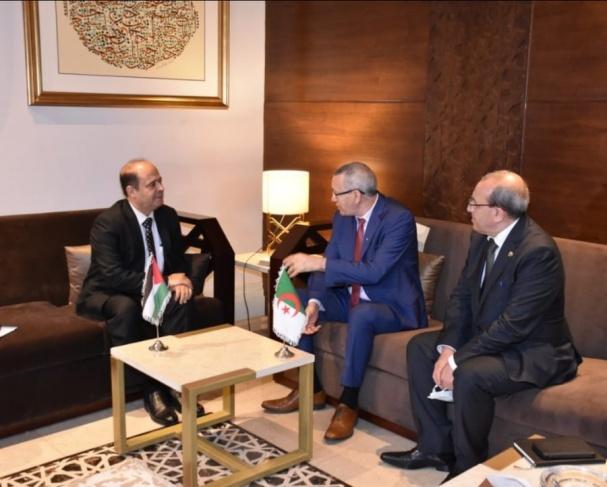 المحمود يطلع وزير الاتصال الجزائري على جرائم الاحتلال بحق الصحفيين